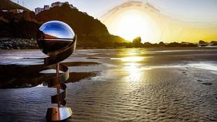 El trofeo de la Supercopa Endesa, en una playa de Tenerife, sede del...