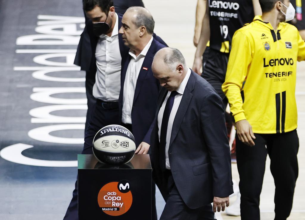 Vidorreta, entrenador del Lenovo Tenerife, y Laso, su homólogo del Real Madrid.