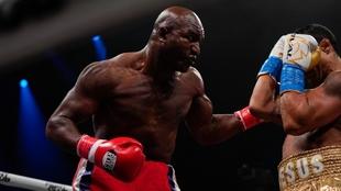 Belfort destroza a Holyfield en el primer asalto con un KO técnico