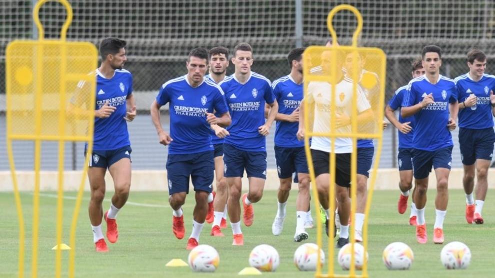 Jugadores del Zaragoza en un entrenamiento.
