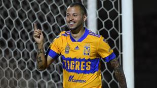 Nicolás López comanda la tabla de goleo.