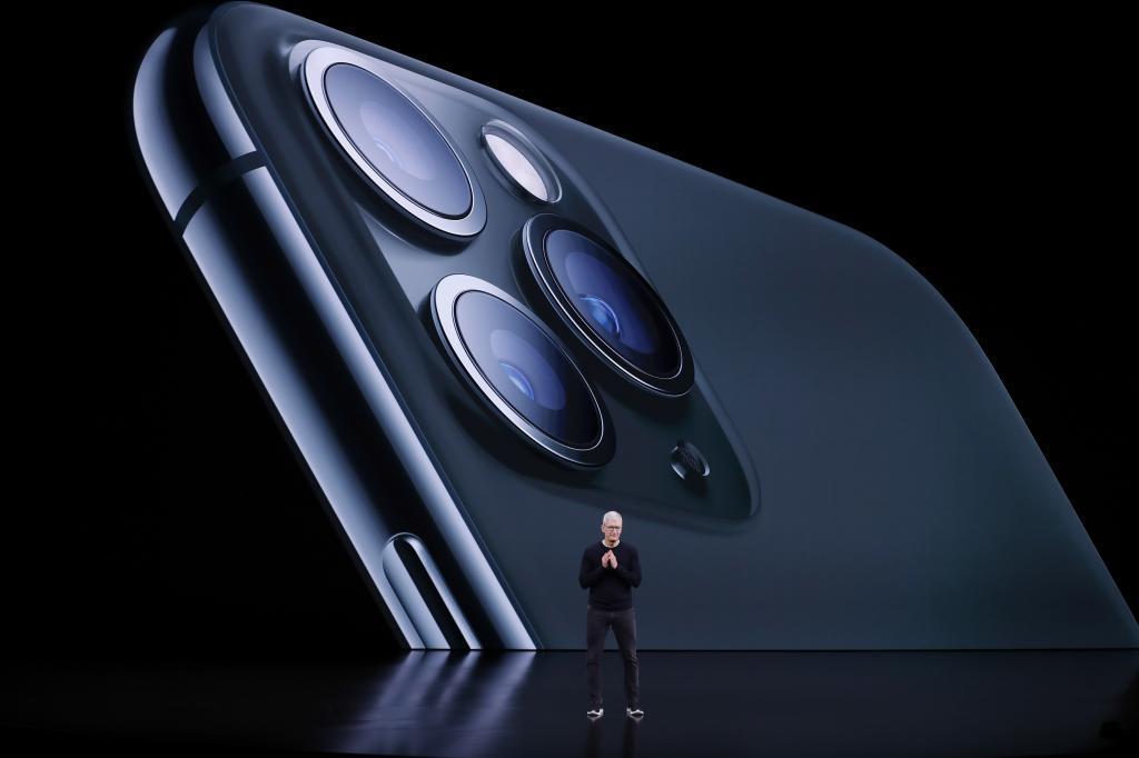 Tim Cook, CEO de Apple, en la presentación de un iPhone en una imagen de archivo /