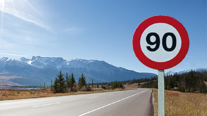 Carretera convencional limitada a 90 km/h - Adelantar a 110 km/h