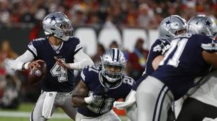 Dallas Cowboys quarterback Dak Prescott (4) looks to pass against the...