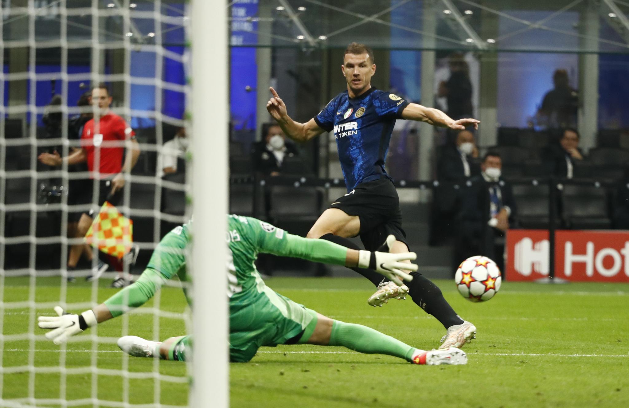 Dzeko, cerca del primer gol