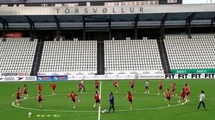 Las jugadoras de la selección española realizando un entrenamiento...