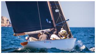 El 'Bribon 500' durante una de las regatas de hoy.