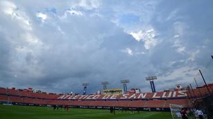 El juego entre San Luis y Xolos es retrasado por tormenta eléctrica.