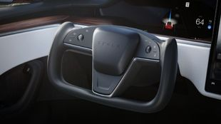 volante de avion - Tesla Model S Plaid - yoke - Consumer Reports -...