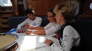 De izquierda a derecha, Susana Ruiz, Pilar Casares y Lourdes Arana