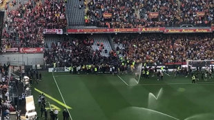Lens ultras storm pitch and halt Lille game for 30 minutes