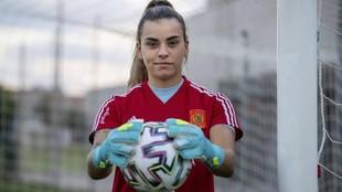 Misa Rodríguez posa en la Ciudad del Fútbol de Las Rozas.