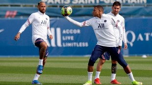 Neymar, Mbappe and Messi during PSG training.