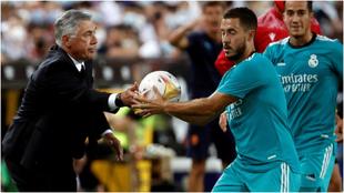 Ancelotti y Hazard, durante el partido.