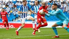 Alex remiro bloca un balón, en el partido del domingo en Anoeta...