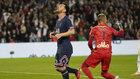 Messi se lamenta de una ocasión fallada ante el Lyon.