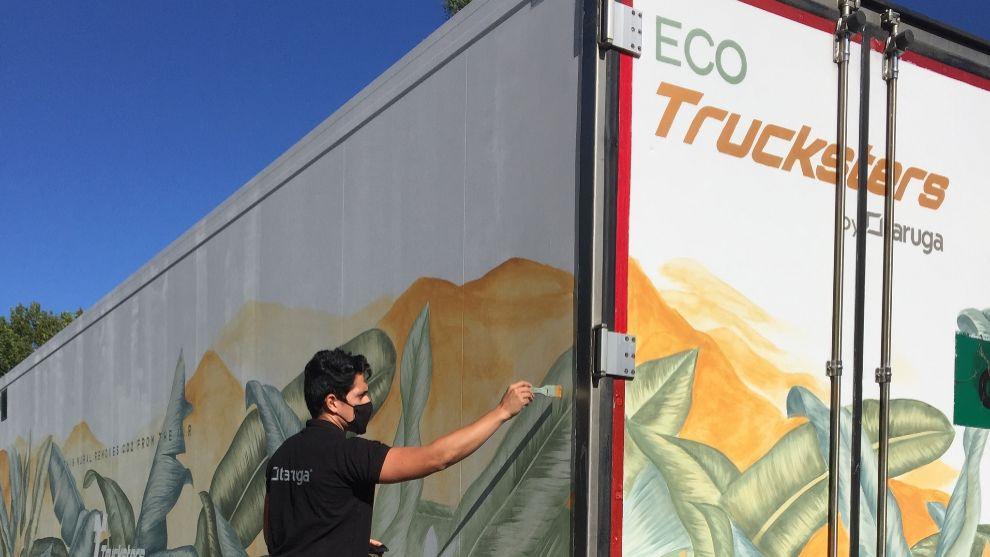 El camión de 40 toneladas que elimina cuatro kilos de CO2 gracias a su pintura
