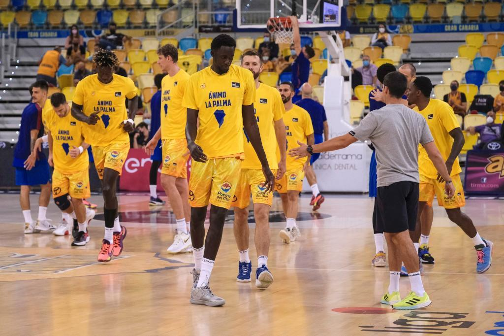 The Gran Canaria players wore a message of encouragement to La Palma on their shirts.