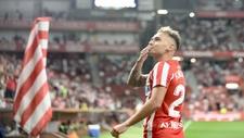 Fran Villalba celebrando un gol con el Sporting.