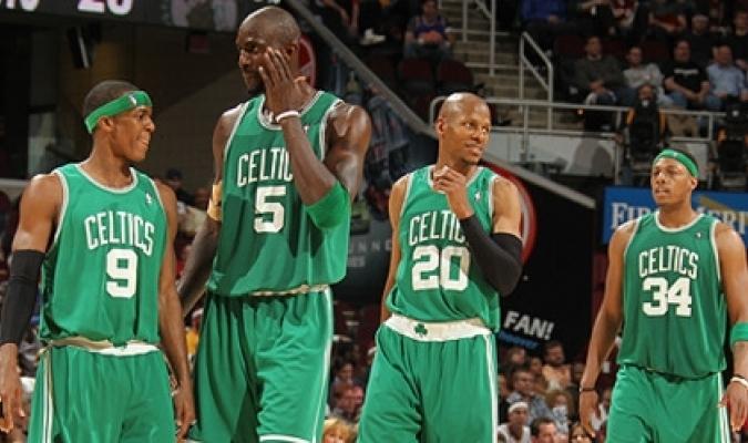 Rajon Rondo, Kevin Garnett, Ray Allen y Paul Pierce, miembros de los Celtics de la 2007-08.