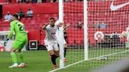 Mamardashvili se lamenta tras uno de sus errores en Sevilla.