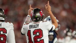 Tom Brady, a nada de romper un nuevo récord... y lo podría lograr contra los Patriots