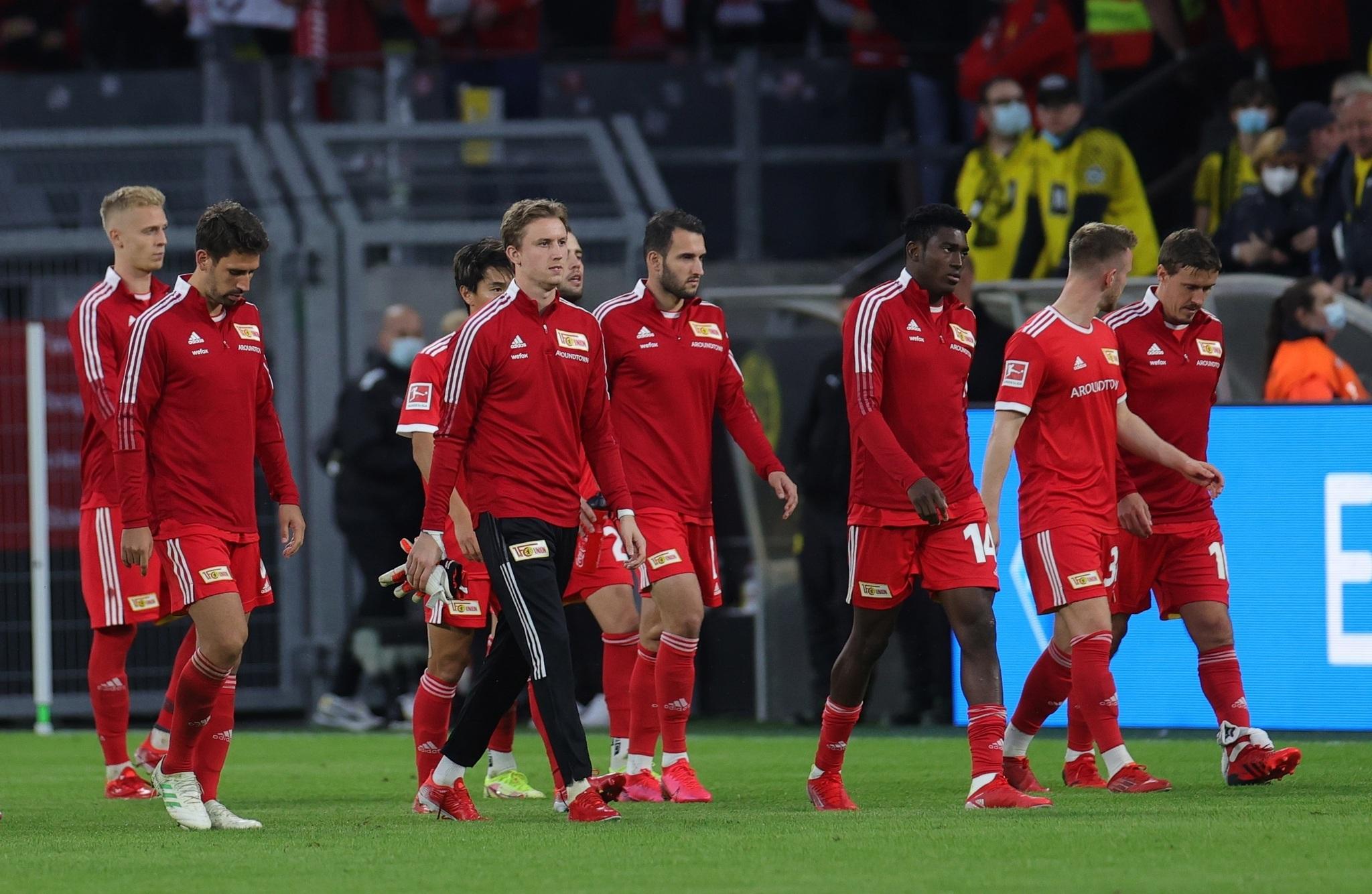 Jugadores del Union Berlin tras perder ante el Borussia Dortmund