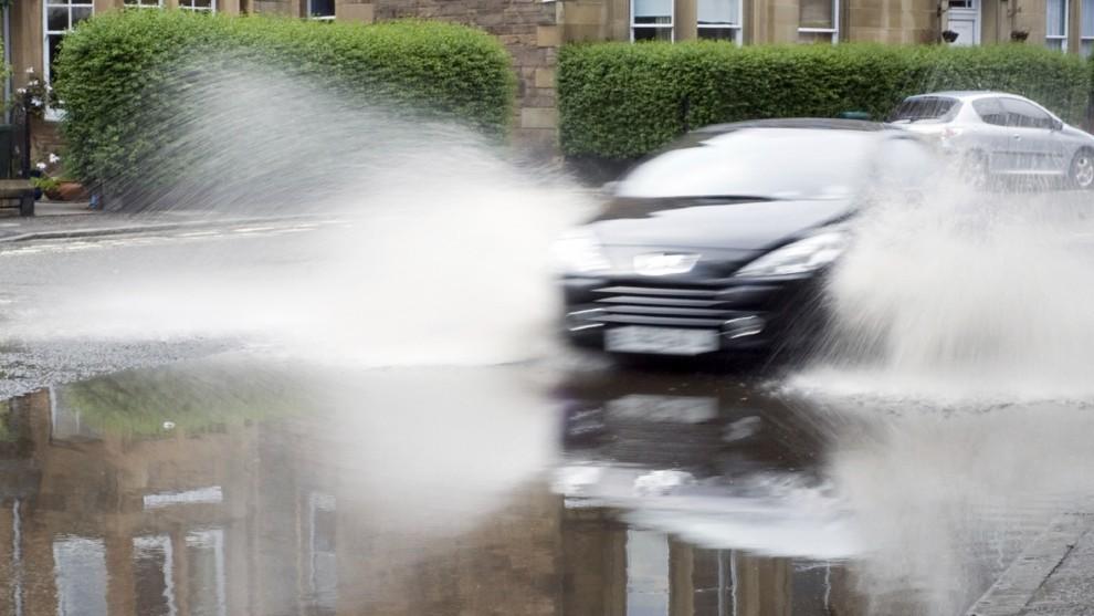 Aquaplaning - lluvias - tormentas - como actuar - DANA - conduccion