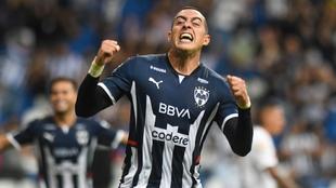 Rogelio Funes Mori festeja un gol con Rayados.