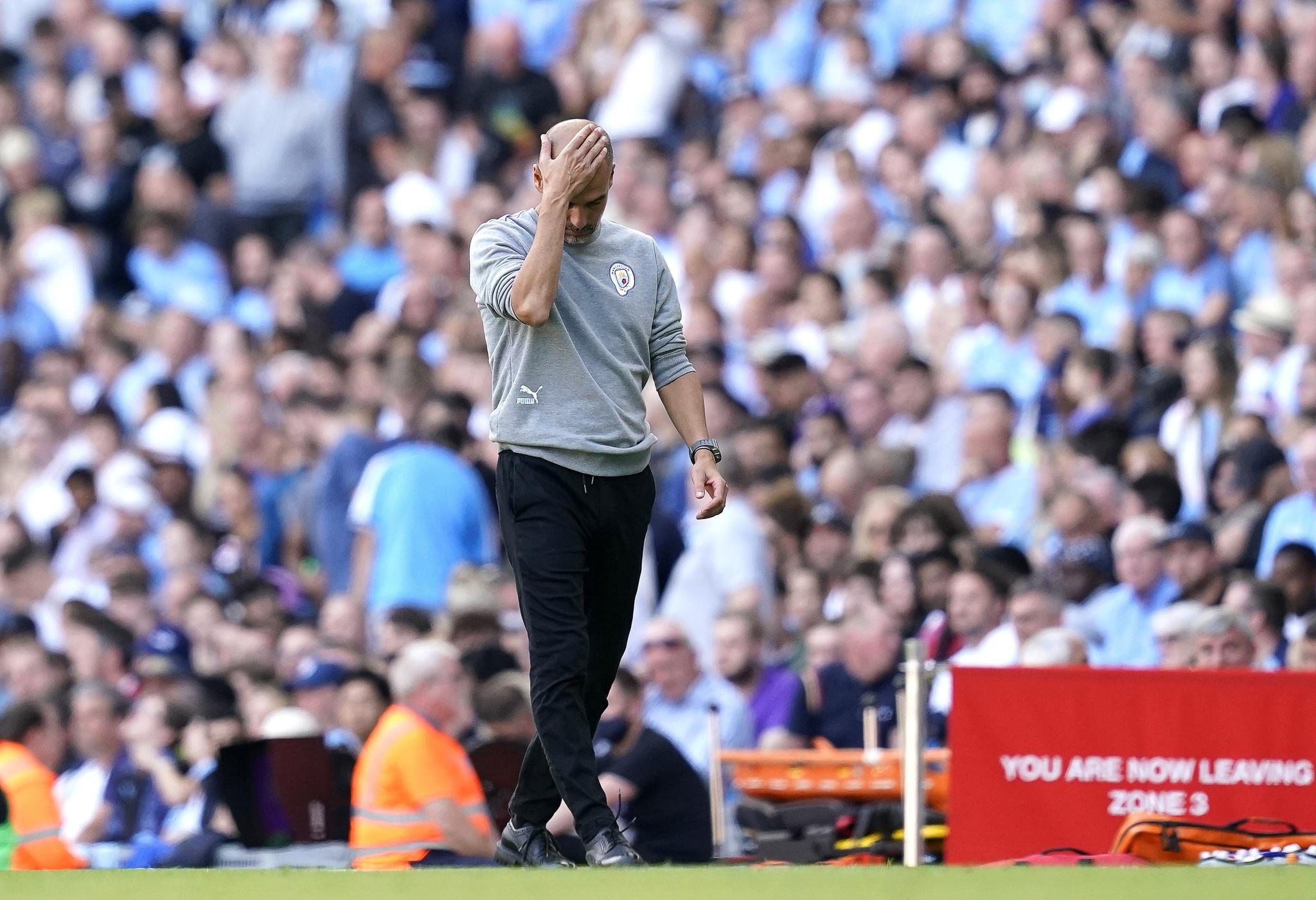Guardiola (50) se lamenta de una jugada durante el duelo entre el Manchester City y el Southampton.