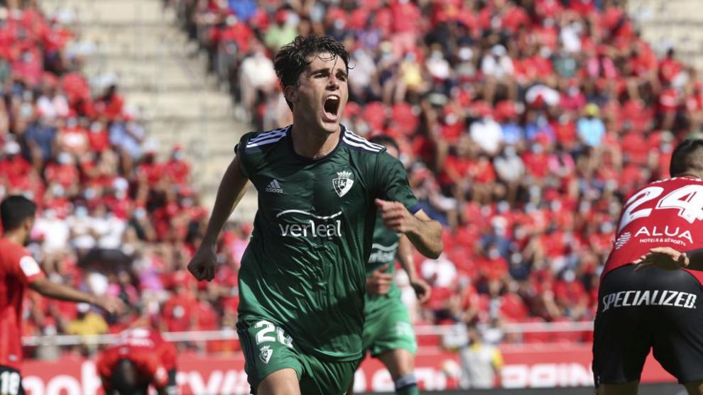 Javi martínez celebra el gol de la victoria de Osasuna.
