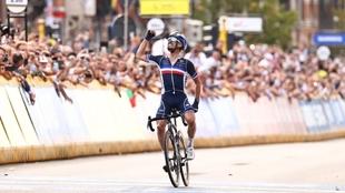 Julien Alaphilippe (29) tras proclamarse nuevamente campeón del mundo...