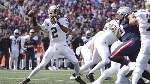 Saints quarterback Winston throws a pass during the second half of an...