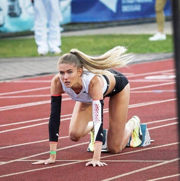 Alica Schmidt, antes de la salida durante una prueba atlética /