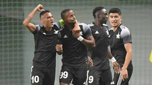 Los jugadores del Sheriif celebran el triunfo ante el Shakhtar en la...