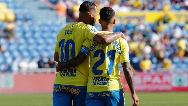 Jesé Rodríguez (28) y Jonathan Viera (31) durante un partido de Las...