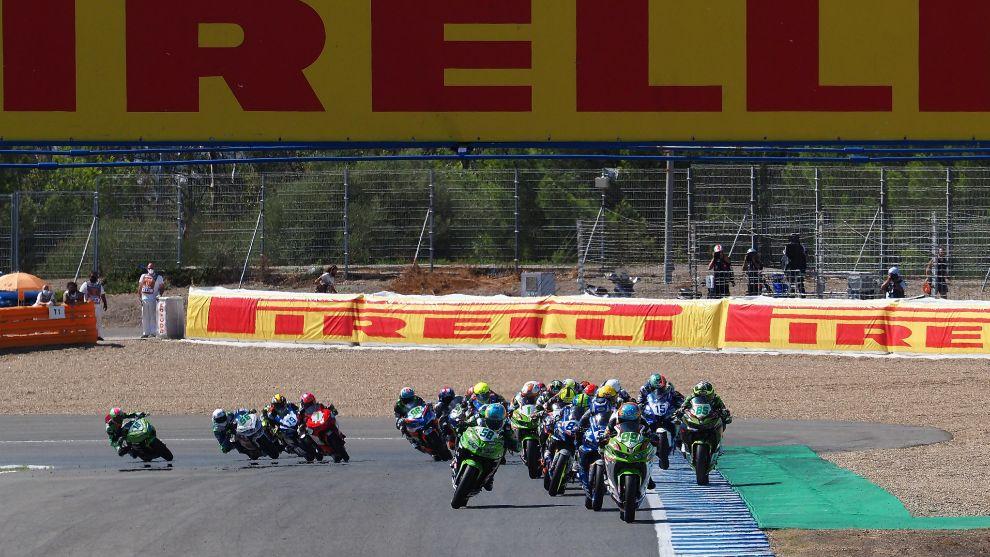 Huertas lidera la carrera 2 de Supersport300 en Jerez.