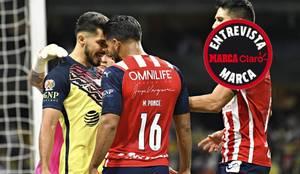 Miguel Ponce se confrontó con Henry Martín en el Clásico Nacional