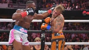 Tyron Woodley cumple su apuesta y se tatúa para sellar la revancha contra Jake Paul