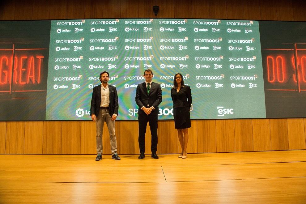 Enrique Benayas, Iker Casillas, Minerva Santana.