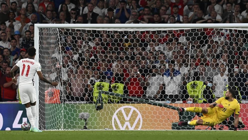 Donnarumma durante el penalti de Rashford.