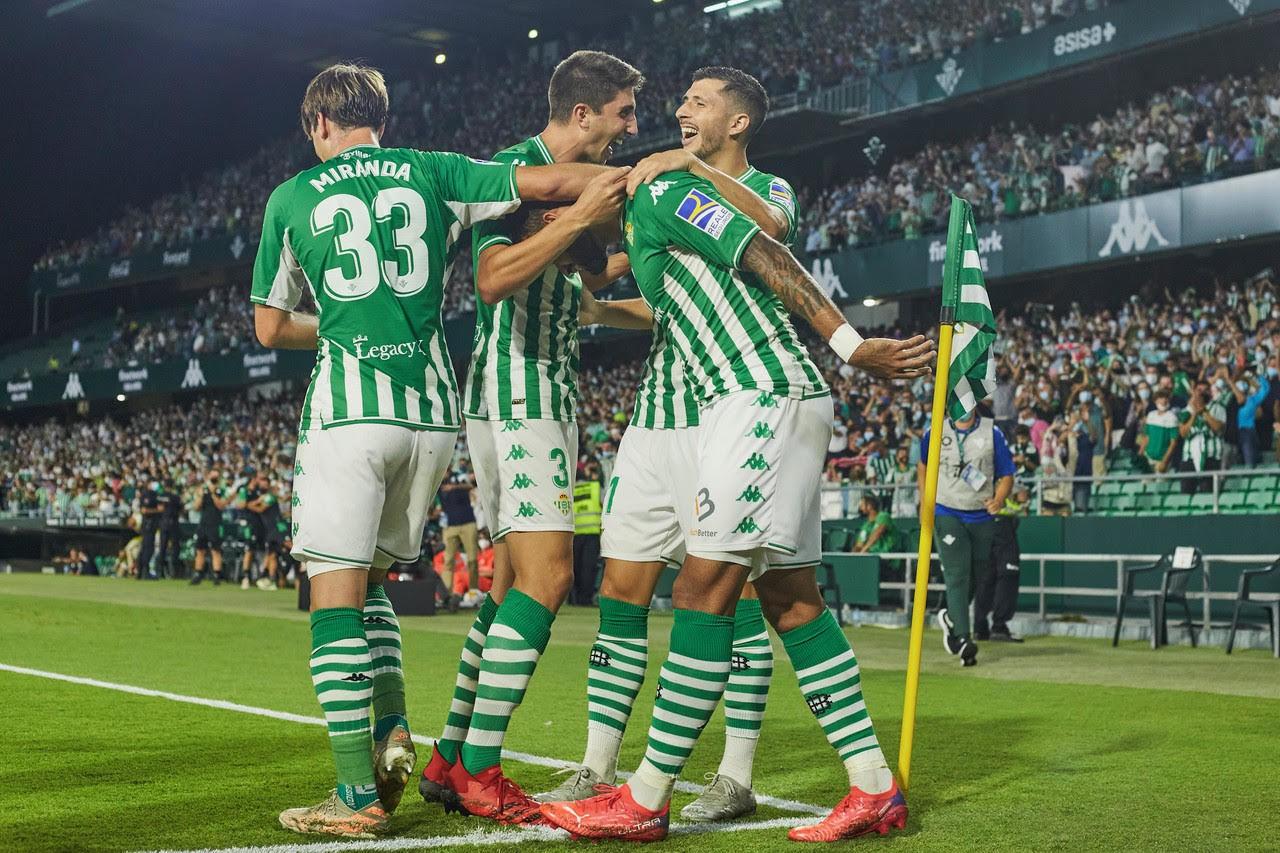 Edgar, celebrando un gol con sus compañeros