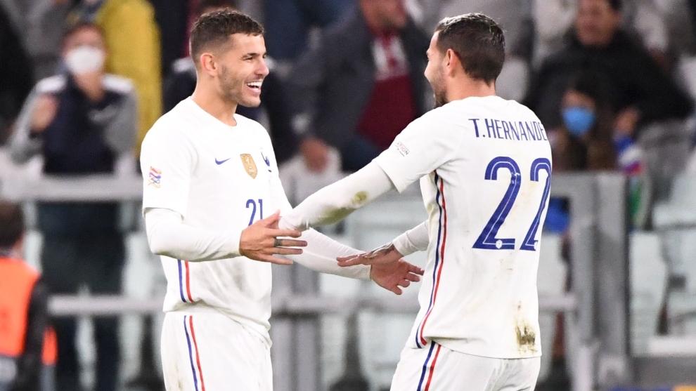 Los hermano Hernández celebrando el gol de Theo.