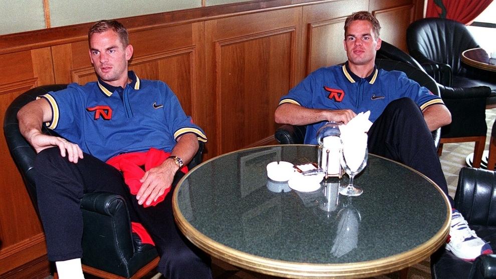 Los hermanos de Boer en una concentración con Países Bajos.