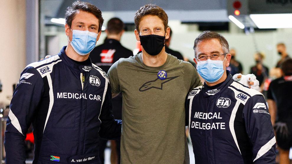 Alan van der Merwe, Romain Grosjean y Ian Roberts en Baréin