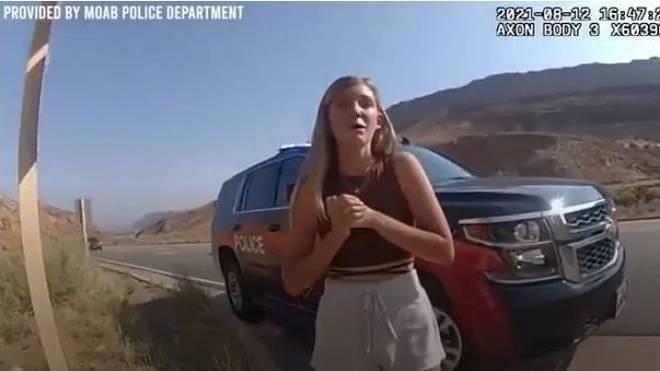 Gabby Petito, en un fotograma del vídeo de la Policía el pasado 12 de agosto