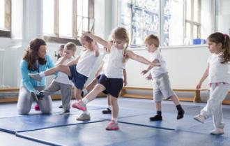 Por qué es tan importante que los niños hagan deporte