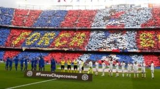 ElClásico lleno en la grada del Camp Nou
