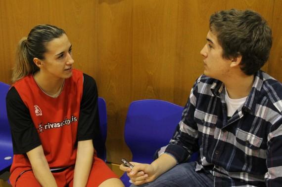 Queralt Casas en un momento de la entrevista   Foto: Teresa Novillo