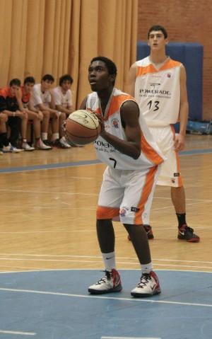 Sebas en un partido contra Majadahonda | Foto: frombasket.com